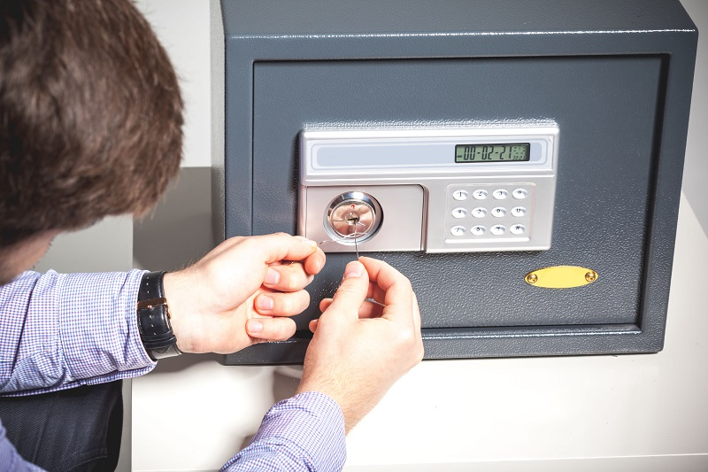 How to Unlock a Safe without a Key